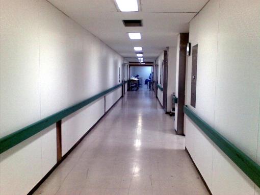 Por último, una foto de los pasillo del quirófano en el HGRNo1 del IMSS